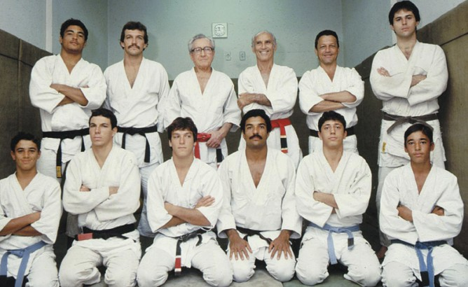 L to R and up to down : Rickson, Rolls, Carlos, Helio, Robson, Mauricio Motta Gomes (husband of  Reyla & father of Roger), Royler, Carlos Jr, Crolin, Rorion, Rolker and Royce !