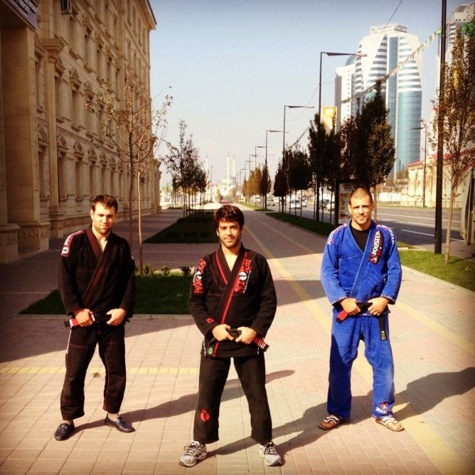 Arbi (left) with Felipe Costa and Wim Deputter in Grzony, Chechnya