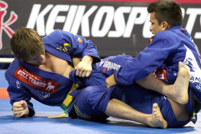 Double guard pull, fifty fifty position