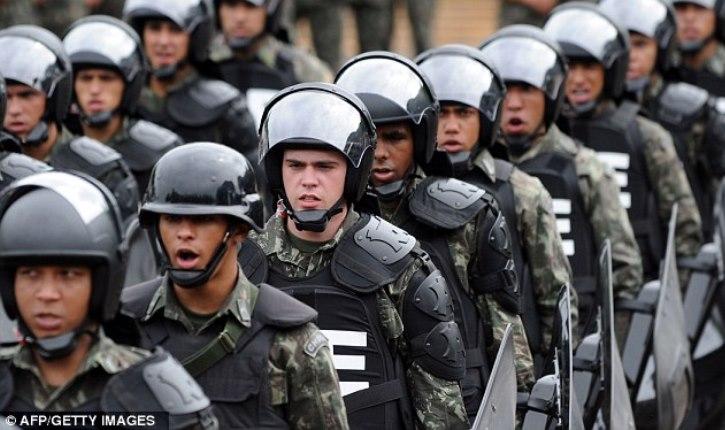 Special Unarmed Jiu-Jitsu Police Unit Deals With Rioters in Brazil