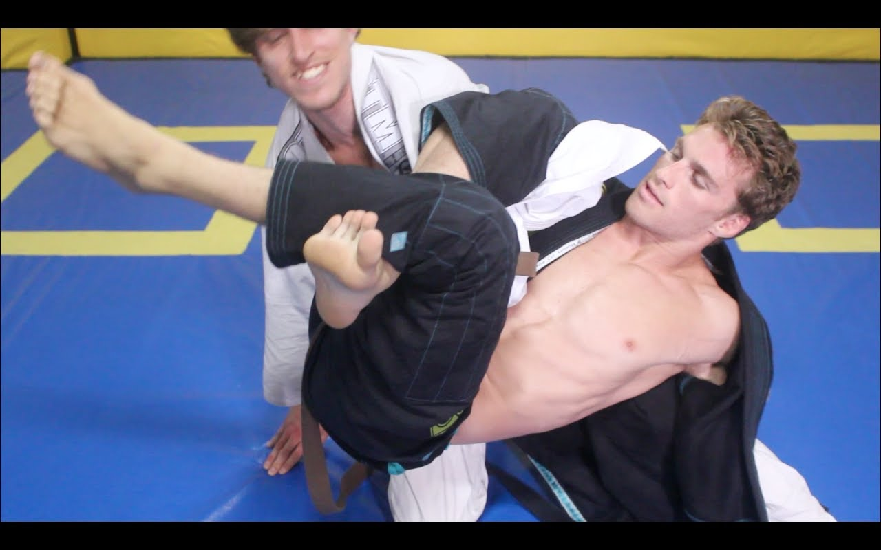 5 World Class Omoplata Setups by Clark Gracie