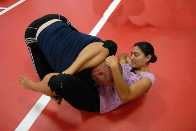 Female US Navy Sailor Puts Rapist To Sleep With Triangle Choke In Dubai