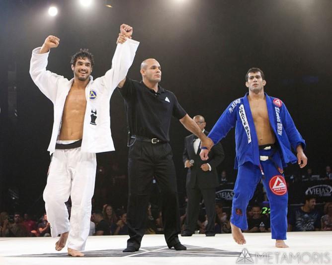 Kron Gracie beating 2013 world champion Otavio Souza at Metamoris
