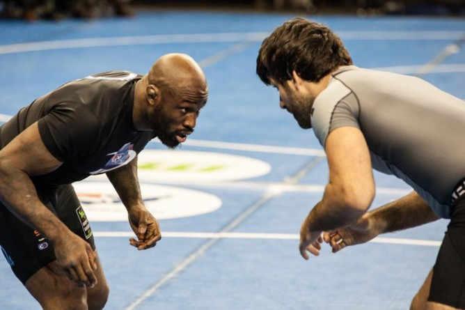 Rolles Gracie vs Mo Lawal in wrestling