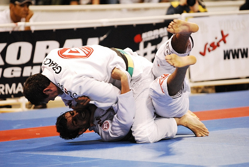 Roger Gracie has total confidence in his cross choke from the mount.