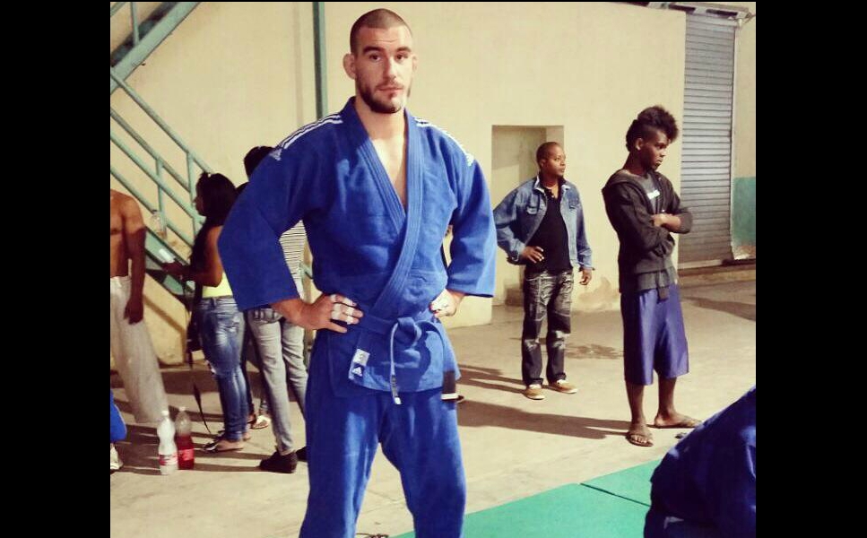 Watch: Russian BJJ Blue Belt Rolling with Cuban National Team Judoka