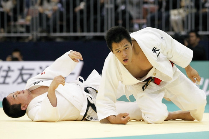 Watch: Judo World Champion Takes Out 10 Man Line Up of Judo Black Belts