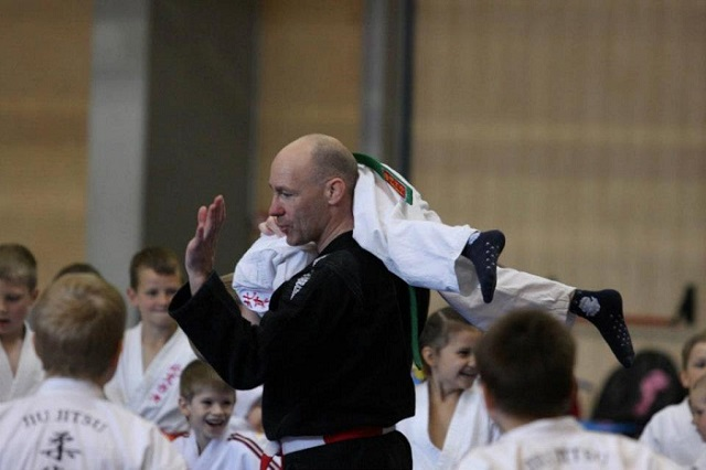 how to teach myself to do jujitsu