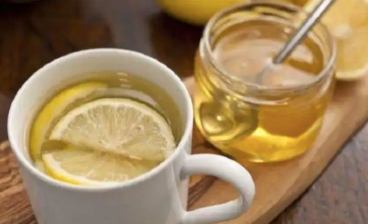 Start The Day Right: The Benefits of Drinking Lemon & Honey in Water Every Morning