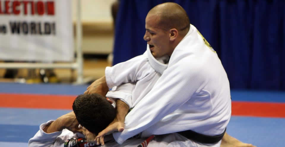 (Video) Xande Ribeiro- How to Tighten Up Your Collar Chokes from the Back