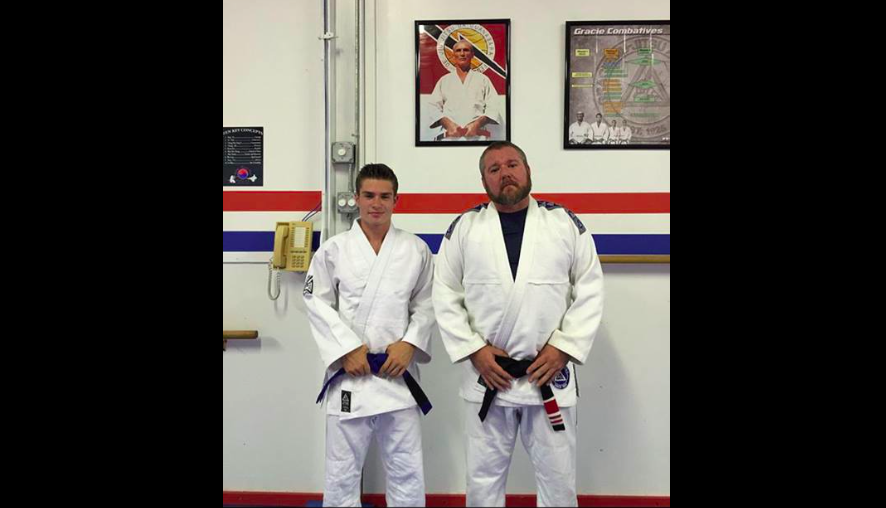 Gracie University Blue Belt Pretends To Be 2nd degree Black Belt