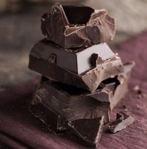 dark-chocolate-10-daily-habits-blast-belly-fat