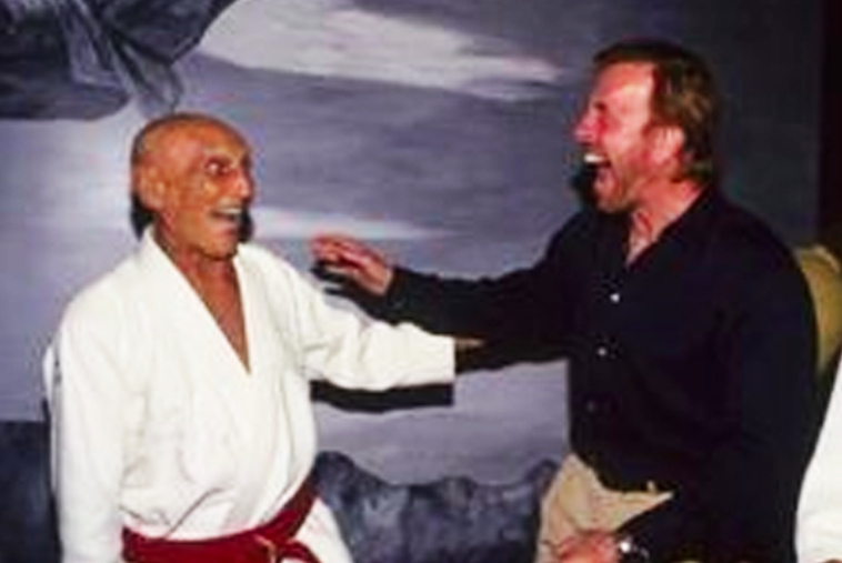 that time helio gracie choked out chuck norris. Black Bedroom Furniture Sets. Home Design Ideas