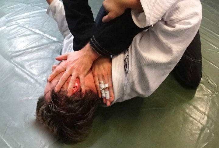 How To Neutralize That Ultra Aggressive BJJ Blue Belt