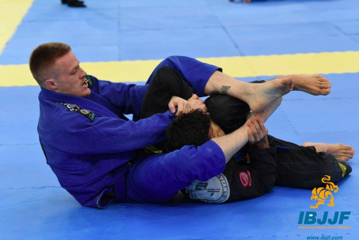 3 Biggest Armbar Mistakes From Mount & How To Fix Them