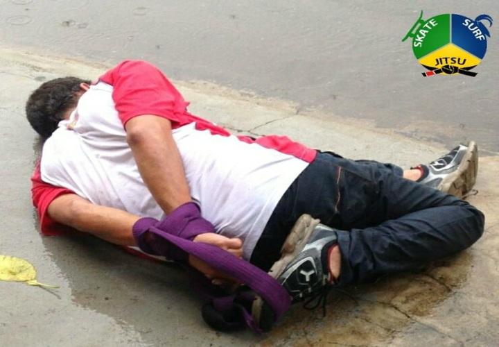 Thief Gets Neutralised & Tied-Up with a Jiu-Jitsu Belt in Rio de Janeiro