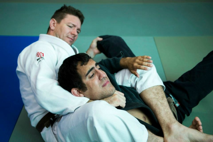 How To Roll With BJJ Higher Belts That Make You feel Powerless
