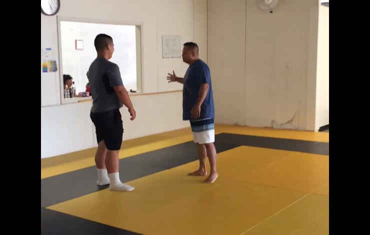 250 lbs American Football Player Challenges BJJ Black Belt To A Grappling Match