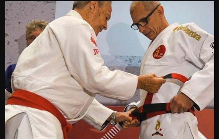 Ricardo De La Riva Receives Coral Belt