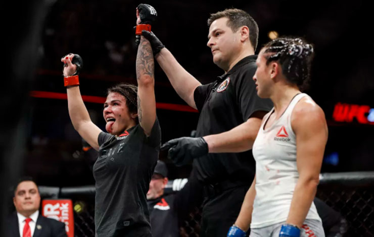 Carla Esparza Accuses Claudia Gadelha Of Greasing To Avoid Grappling Exchanges