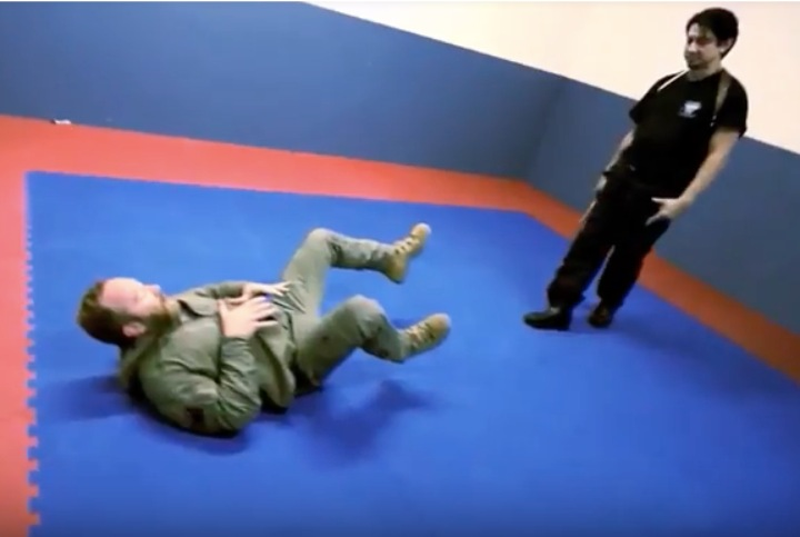 Pulling Guard: The Best Defense Against Knife Attack?