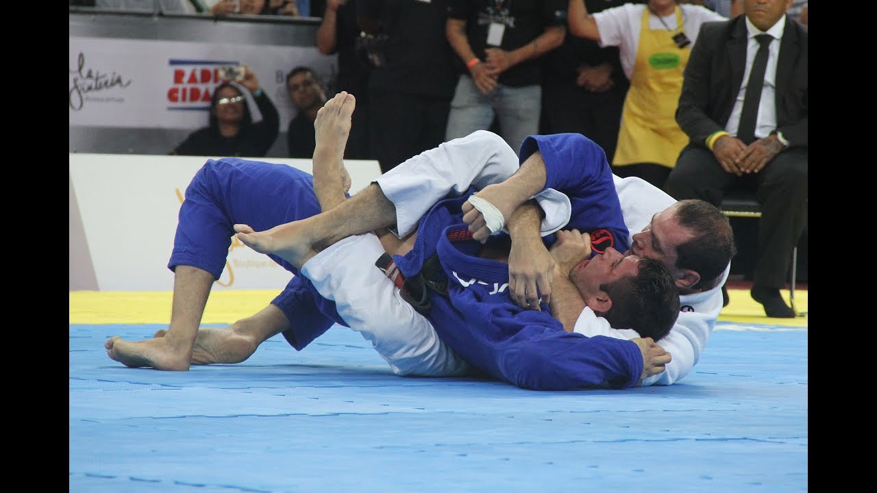Roger Gracie: Why I Never Use the Bow and Arrow Choke