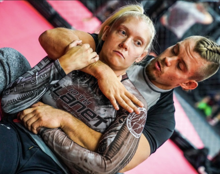 Dating Coach Advises On Wrong & Right Ways To Ask That New BJJ Girl Out