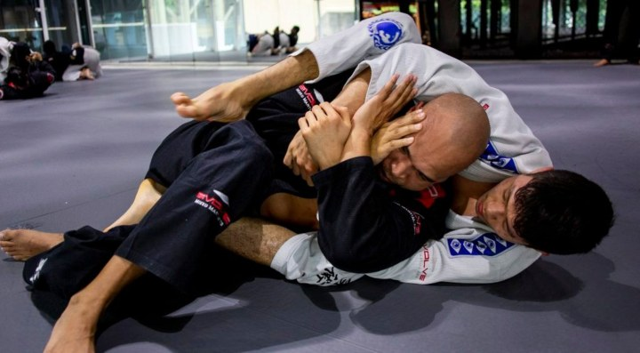 This Is How You Can Set Up An Armbar From The Back
