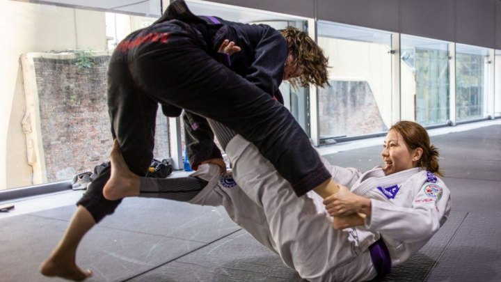 6 Common Mistakes Beginners Make Trying To Pass The Guard In BJJ