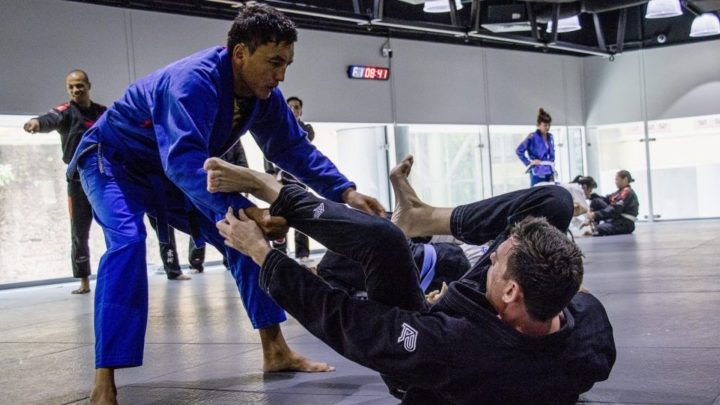 Passing Guard or Playing Guard: A Guide To Picking Your BJJ Style