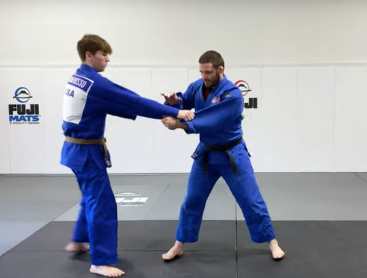 Use Your Feet To Break Any Grip Quickly & Easily – Travis Stevens