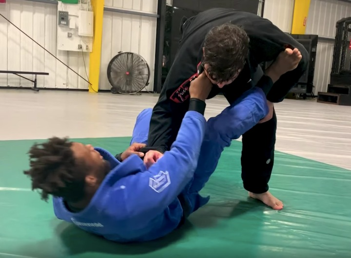 The Collar Sleeve Guard: The Best Guard For Beginners in BJJ