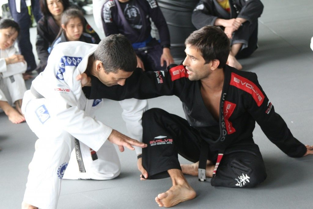 5 Ways To Deal With A Bigger, Stronger Opponent In BJJ