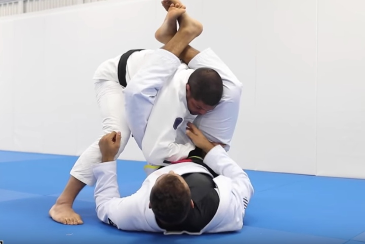 This Is How NOT To Get Triangle Choked When Passing The Guard
