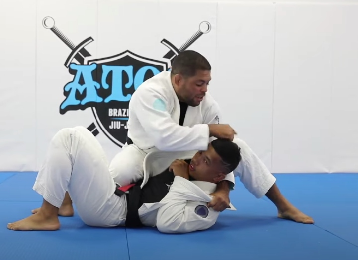 How To Apply A Triangle Using the Lapel? Andre Galvao Demonstrates
