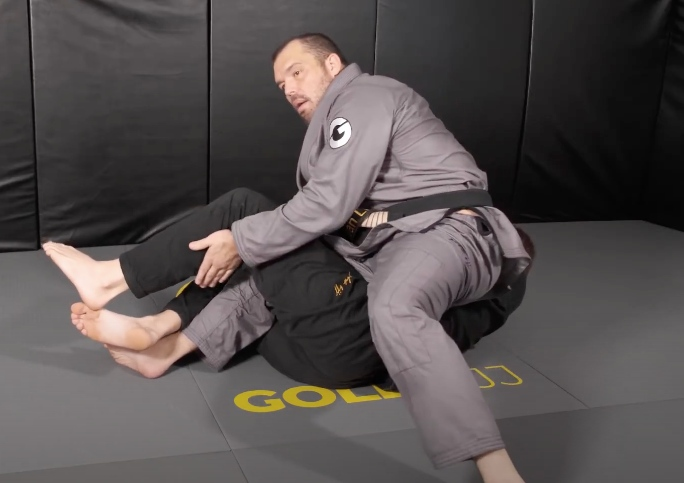 Setting Up the Kneebar From Top Half Guard with Sleeve Grip by Dean Lister