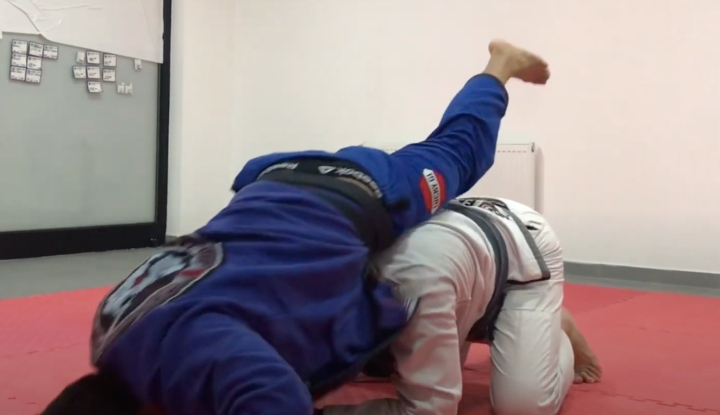 When They Defend Your Regular Sleeve Choke, It's Time For The 'Superman Choke'