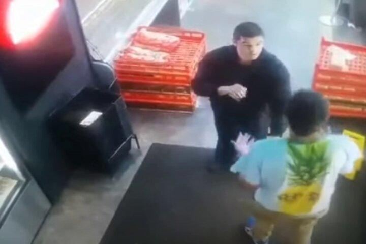 Security Guard Uses Brazilian Jiu-Jitsu to Subdue Confrontational Man